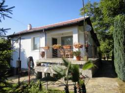 Central Heating System, 3 bedrooms, 2 bathrooms/wc, 30km from Burgas and the SEA, 33KM from the Airport!!!