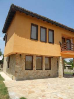 Swimming Pool, 3 bedrooms, 10km to Albena Beach Resort, Solid stone wall, 30km to Airport!!!