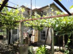 BIG HOUSE - Huge Stone Outbuildings 35min drive to Burgas, Nice calm area! Summer Kitchen area!!!