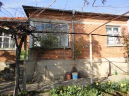 Cute Holiday Home some 40min drive to Burgas in Famous area at the foot of the hills, close to the Main Highway!