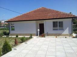 GREAT Bungalow 18km from the SEA, READY TO MOVE IN, 2 bathrooms/wc, Hospital, School, all available!!!