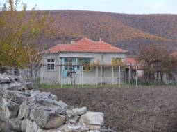 GREAT LOCATION - at the foot of the hills, 35min drive to Burgas city and AIRPORT!!! 3000sq.m of land in regulation!