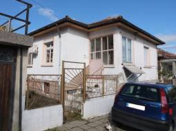 Excellent 4 bedroom property, partly Renovated in good condition, some 66km from Burgas, 50km from the closest beach in Tsarevo, at the foot of Strandja Mountain!!!