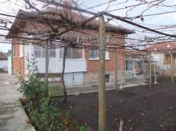 4 bedrooms, bathroom/wc, big Garage, 1000sq.m of land in REGULATION, HIGHLY RECOMMENDED AREA!!!