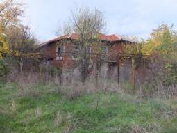 TOP VILLAGE, Solid house with 5000SQ.M OF LAND in regulation! At the EDGE of the village, Open Views!!!