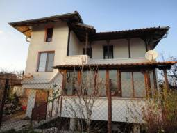 6 - Bedroom Home 15min drive from Burgas City Center -  Edge of Village close to a big Dam Lake!!!