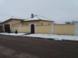 Fully Renovated, 2 bedrooms, 2 toilets, Garage, 1.80m Brick Fence, Cellar 35sq.m, Insulated, Fitted Kitchen, 25km to Razgrad!!!
