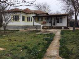Bungalow 10min to the SEA, 25km from Kavarna, close to Shabla, 1h drive to Varna Airport, Good Roof, UPVC Windows, bathroom/wc!!!