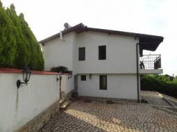 3KM from the SEA, Ready to move in, 2 bathrooms/wc, SEA VIEWS, 15min to Airport, Forest around the house, Central Heating, Patio, additional Outbuildings