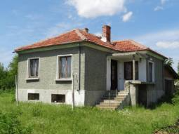 Good Village - Solid Bungalow 40min to Burgas, 2 bedrooms, Garage, Cellar, 10min to the closest town!
