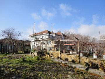 30km from the SEA, 4 300sq.m of land, 3 Stone Outbuildings