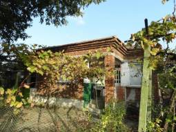 38km from Burgas, 2 000sq.m, Additional Outbuildings, Solid Bungalow, Close to the center of the village!!!