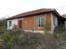 Solid Bungalow - 2 Bedrooms, Renovated ROOF, 30min to Burgas, Big Barn at the back side, Top Village, All needed amenities Available in the village!!!