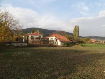 Sunny and Bright Rural home 40min drive to Burgas, with direct access to Trakia Highway!!!