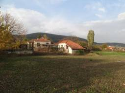 Panoramic Open Views - Secluded plot, 3 bedrooms, Edge of Village, 2 Huge Barns, Summer Kitchen, 40min to Burgas!!!
