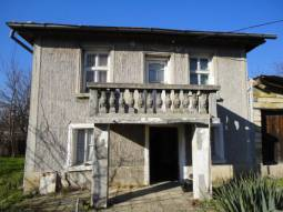Internal Wooden Staircase, Character Property - Corner Plot, Holiday home a Stone Thrown away from the SEA!!!