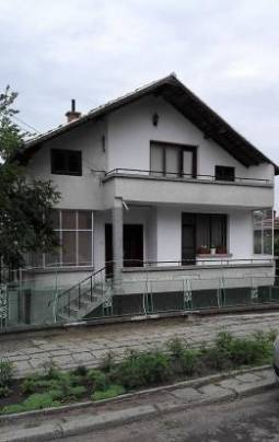 Excellent 3 bedroom home, 20km from Burgas, Top Village Location, Excellent for Relocation, Schools, HOSPITAL, Regular Bus Transport Available!!!