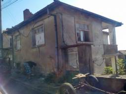 This lovely two-storey house is located in a lovely town only 20min drive to Svilengrad in south-eastern Bulgaria!!!