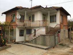 This rural two-storey house is situated in the outskirts of a peaceful and friendly village just 18 km away from the lovely town of Topolovgrad and 40 km from the town of Harmanli!!!