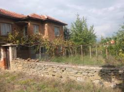 2 000sq.m of Land, Open Panoramic Views, 40min drive to Burgas, Solid Stone/Brick Home, Additional Outbuildings, Excellent Village