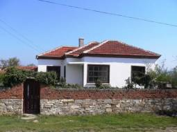 RENOVATED HOUSE WITH A BIG GARDEN, INTERNAL BATHROOM/WC, BIG SUMMER KITCHEN AREA, 30MIN to the SEA.