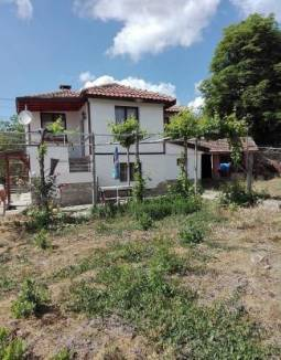 Big Well-Developed Village 25min to Burgas, Ready to move in, 10min to city, All needed amenities available, New Roof, Summer Kitchen, Garage!!!