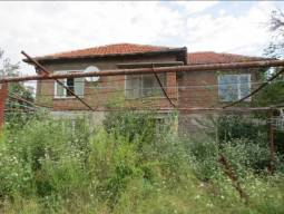 Excellent Condition, Slight Renovation Needed, 1350sq.m of land in regulation, Lovely house in a quiet village, a lake near the village which is suitable for fishing. From the lake there is a panoramic view of the village!!!