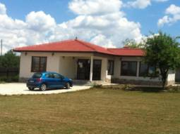 Brand New 3 bed Home, Ready to move in, Fitted Kitchen, Equipped bathroom/wc, 15min to the SEA!!!