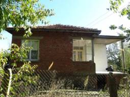 35km from Burgas, 2 bedrooms, Excellent Condition, Top Relocation Village, 900sq.m of land, Additional Outbuildings, Airport 30min drive!!!