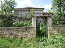 Solid and Spacious Property, Big Guest House, 40min to the SEA, 4 Bedrooms, Additional Outbuildings, Close to Trakya Highway, Nice well-developed Village!!!