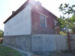 Excellent Condition, 4 bedrooms, 3 500sq.m of land, additional Outbuildings, Renovated Roof, 45km from Burgas, 10min to the closet city***Excellent Place for Retirement!!!