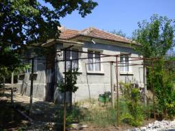 Renovated House + Summer Kitchen, 2 500sq.m of land, bathroom/wc, 35min drive to Burgas and the SEA, Top Village, 5min drive to the Main Highway!!! Ready to Move in