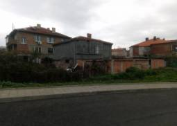 Bungalow with Ground floor, Corner Plot, Renovated Roof, in Burgas city!!!!