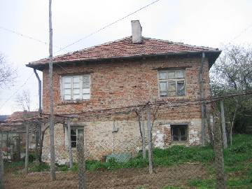 This rural two-storey house is located near the center of a peaceful village,   35   km from the beautiful town of   Burgas  .