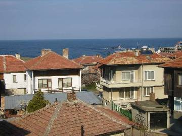This hotel is situated in a nice town on the Black Sea Coast, about 65 km to the south of the regional centre of Bourgas and 40 miles away from the Turkish border.