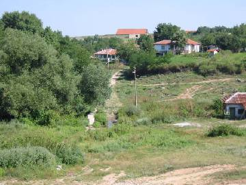 The village, where this property is located is 10 km from the town of Elhovo and 110 km from the town of Bourgas.