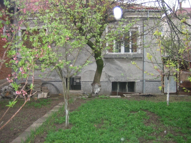 VL 543 Two storey house in the town of Elhovo, close to the town center!