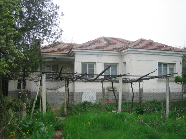 VL 557 SOLD Lovely home in a well-developed village at the foot of the Balkan Range!