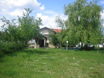 VL 575 A Unique Estate for people with taste,  big House, modern Stable, Summer Kitchen, Swimming-pool, parking lot not far from Haskovo Town!