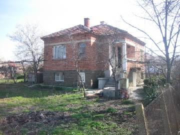 VL 692 The house is situated in big and well developed village just 10 min driving from the nearest city of Burgas and its international airport.