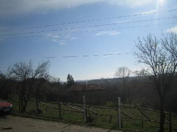 PL 221 This property is located only 15 km from the town of Topolovgrad, the village is surrounded by lovely pine forest and the beautiful hills.